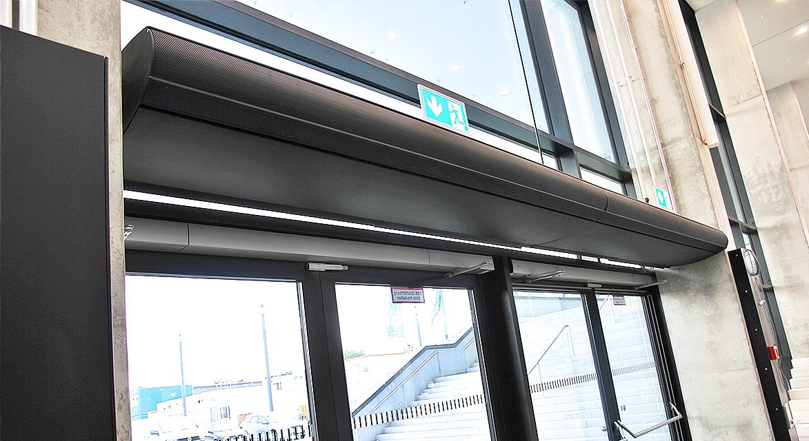 Luftschleier für Türbereiche im Flughafengebäude
